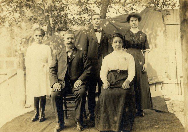 Testa Family Group 1910